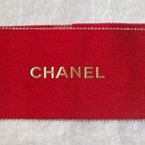 CHANEL Party Supplies - CHANEL Signature Medium White Gift Box Red Ribbon